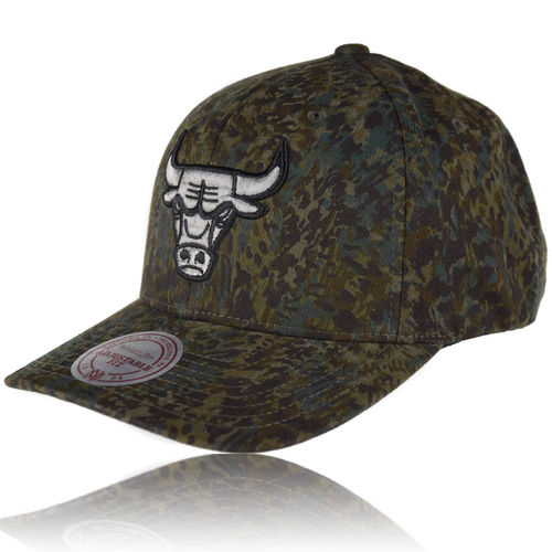 CURVED Abstract Camo Snapback Cap Chicago Bulls